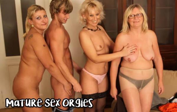 nude woman on woman having sex